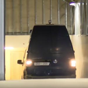 Катица со полициско комбе ја однесоа во затворот во Шуто Оризари