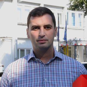 Јаулески: Заев има пари за реновирање на своето партиско седиште, но нема за младите