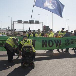 Нови протести на климатските активисти во Британија и Франција