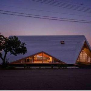 Минималистичка куќа во облик на дрвен шатор