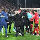 (ВИДЕО) Скандал во Бундеслигата: Фудбалер на Ајнтрахт го удри тренерот на Фрајбург