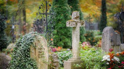 Француски градоначалник им забрани на жителите да умираат за време на викенди и празници