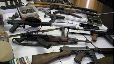 24-годишен скопјанец криел пушки, пиштоли и хероин закопани во шума во Железара