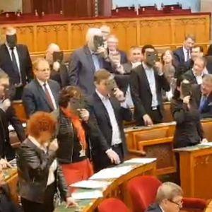 Унгарија: Парламентот усвои контроверзен закон со кој се засилува контрола на Владата врз театрите