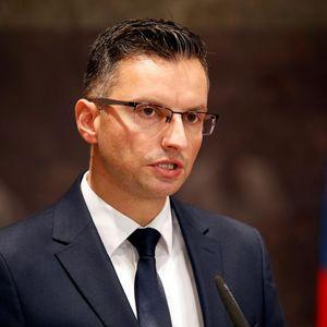 """Словенечкиот премиер Марјан Шарец се """"бори"""" на три политички фронтови"""