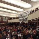 Милошоски со транспарент од собраниската галерија го блокираше говорот на Јовески