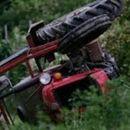 Две деца загинаа во Босилово откако со трактор паднале во река