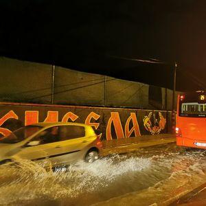 Невреме во Скопје, улиците поплавени
