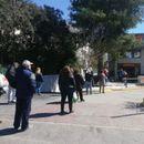 Се отвораат продавниците во Грција