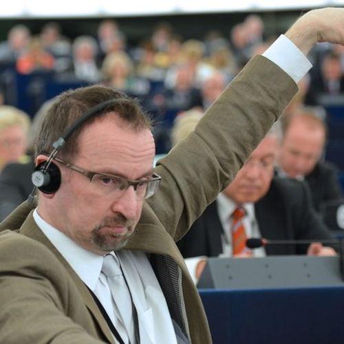 Европратеник од партијата на Орбан поднесе оставка откако беше фатен на нелегална геј оргија во Брисел