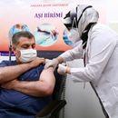 Турција одобри употреба на кинеската вакцина, министерот за здравство веќе ја прими