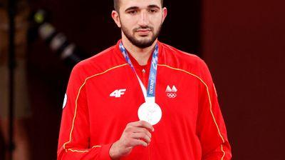 Тренерот на Георгиевски се откажа од наградата и побара средствата да му се доделат на медалистот