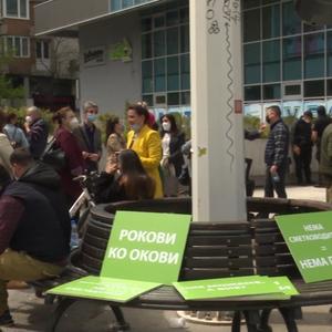 Протестите продолжуваат, освен угостителите на улица и сметководителите, премиерот вели помошта им била доволна