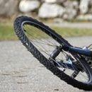 Автомобил удри во велосипед, велосипедистот се здобил со тешки телесни повреди