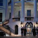 САД оддаваат почит на половина милион починати од корона