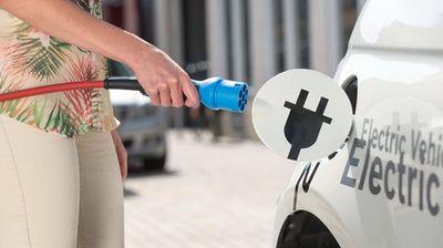 Veći broj punjača, besplatan parking – kako još podstaći kupovinu električnih automobila