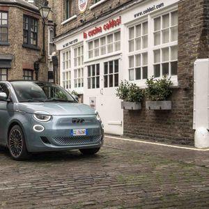 """Електричниот Fiat 500 е прогласен за автомобил на годината од """"Electrifying"""""""