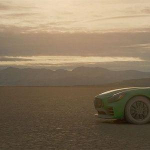 Слеп механичар со полн гас возел низ пустина!
