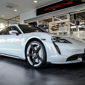 Иднината на спортските автомобили е тука-Porsche Taycan пристигна во Македонија!