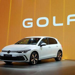 VW ги решил софтверските проблеми и продолжува со испораки на новиот Golf