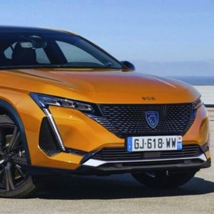 Новата генерација на Peugeot 308 ќе добие поткрената од тлото верзија