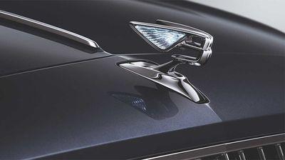 Новото Bentley Flying Spur доаѓа со димензиониран кожен тапацир