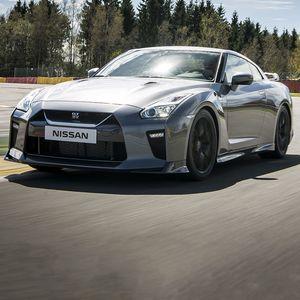 """Викенд тарифа: Nissan GT-R со 1.400 КС """"лета"""" на автопат"""