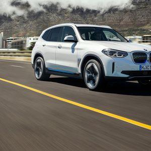 BMW го претстави својот прв електричен SUV, iX3