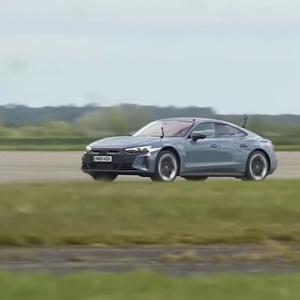 Викенд тарифа: Audi трка меѓу R8 и RS e-Tron GT