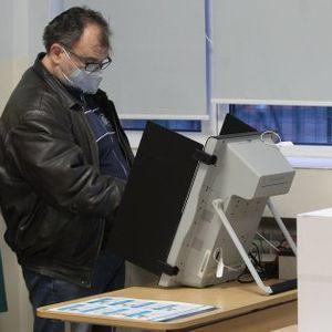 Решено: ЦИК ще закупи допълнително 1637 машини за гласуване