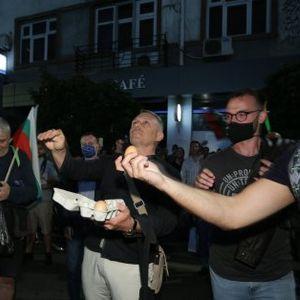 Яйца по сградата на НФСБ, недоволство срещу кабинета и Симеонов