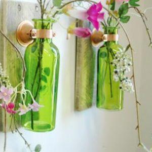 Наместо да ги фрлите стаклените шишиња, претворете ги во нешто што сакате да го имате во вашиот дом!