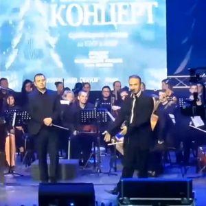 Симон Трпчески измpзна во Штип, се потсети на времето кога во Прилеп свирел на сцена со греалка до неговите нозе