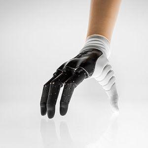 ИДНИНАТА ПРИСТИГНА: Протетичка рака која функционира како и човечката