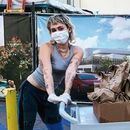 Miley, Cody deliver tacos to medical workers