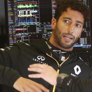 Renault's last gamble to keep Ricciardo