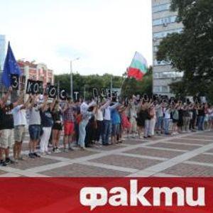 """Пловдив се """"събужда"""", стотици на протест под тепетата"""