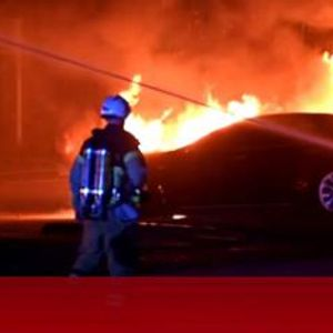 Подпалиха склад на Tesla в Швеция