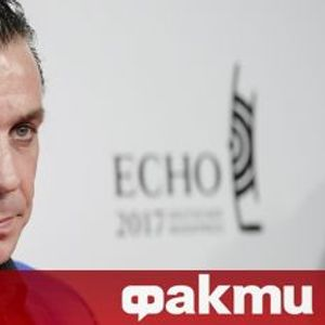 Тил Линдеман пропя на руски в ново ВИДЕО, заснето в Ермитажа
