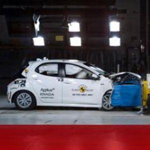 Toyota Yaris стана първият автомобил, издържал краш тест по новите правила