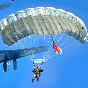 Rusi direktno iz Pskova dopremili specijalni trenažer za obuku srpskih padobranaca