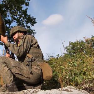 "Uništavanje ""neprijateljske"" tehnike: Vojne vežbe snajperista i posada bacača granata"