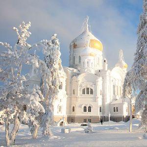 Неверојатно убава зимска глетка на Белогорскиот манастир во Перм (ФОТОГРАФИИ)
