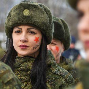 """Ruskinje u vojnoj službi održale godišnji ženski turnir """"Kamuflaža šminkom"""" (FOTOGRAFIJE)"""