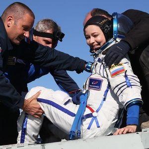 Руска филмска екипа прва на светот сними кадри во вселената и се врати на Земјата (ФОТОГРАФИИ)