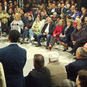 Во живо: Масовен митинг на Стево Пендаровски во Карпош – Ечи македонската химна