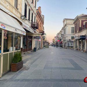 Битолчани го почитуваат полицискиот час – Широк сокак празен како никогаш досега