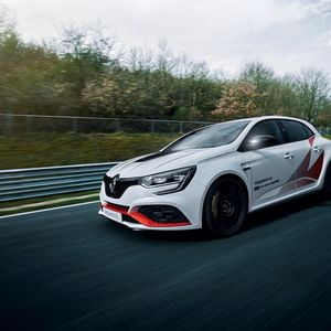 Renault MEGANE R.S. TROPHY-R с рекорд на Нюрбургринг