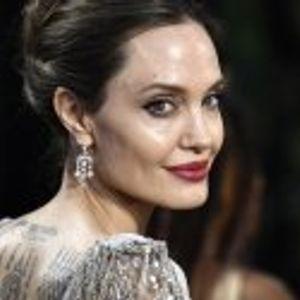 Анджелина Джоли е смел пожарникар в нов филм
