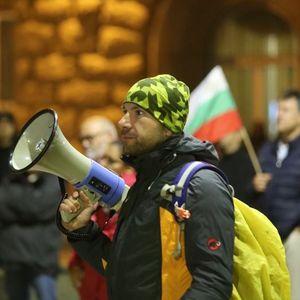 Протестиращите в ден 83: Яйца, домати и цинкови кофи са чудесно начало (ВИДЕО, НА ЖИВО)